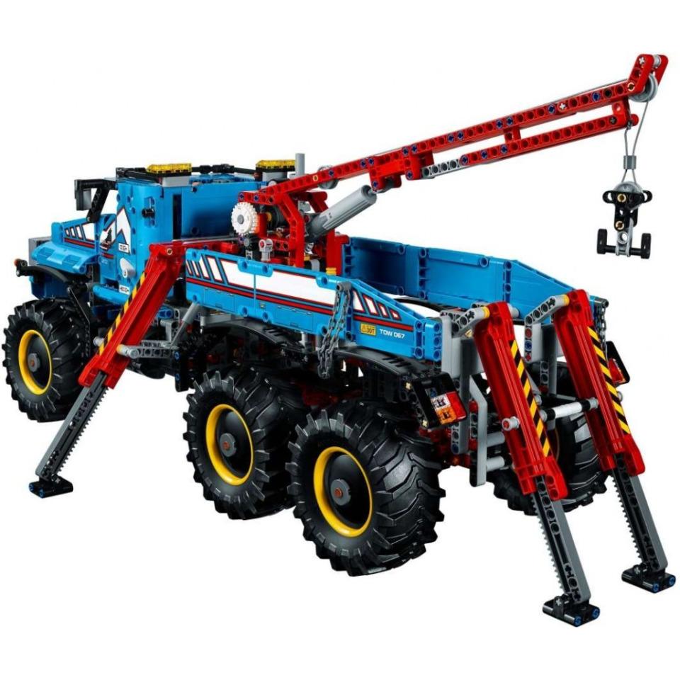 Obrázek 2 produktu LEGO TECHNIC 42070 Terénní odtahový vůz 6x6