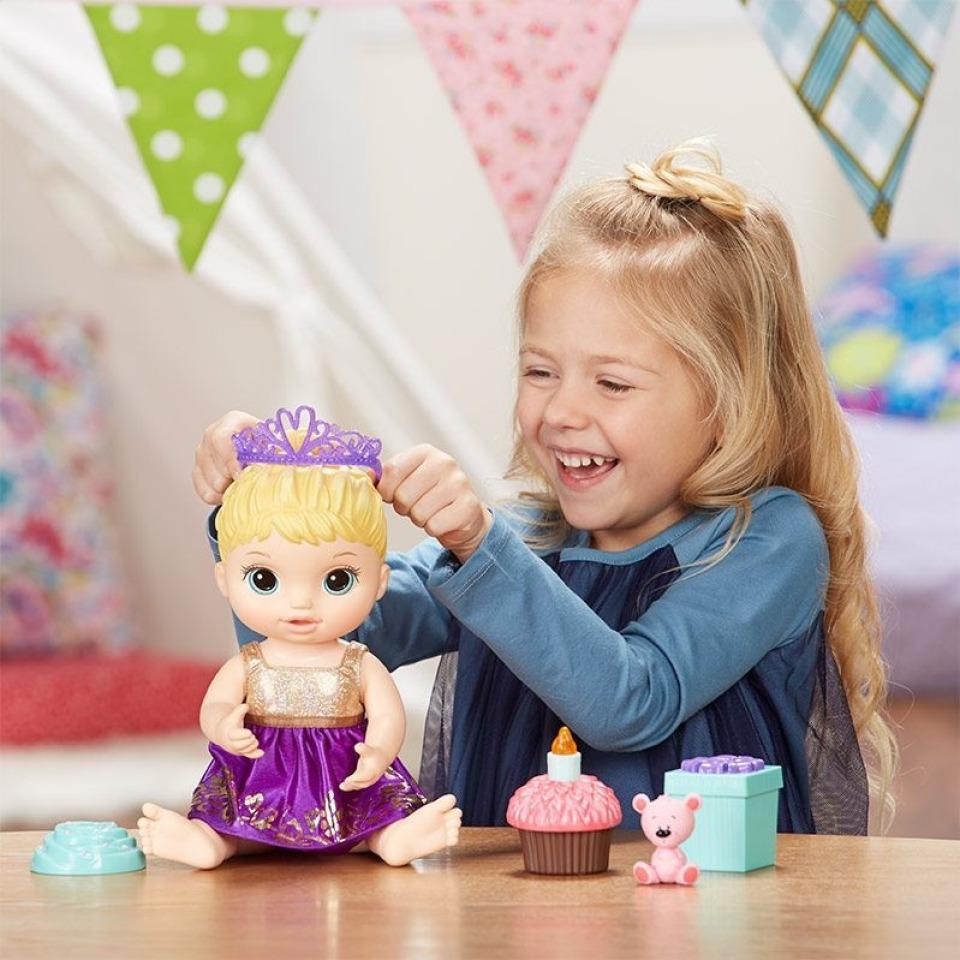 Obrázek 1 produktu Baby Alive Narozeninová blonďatá panenka