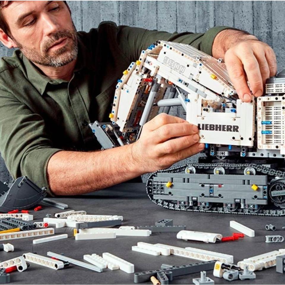 Obrázek 4 produktu LEGO TECHNIC 42100 Bagr Liebherr R 9800