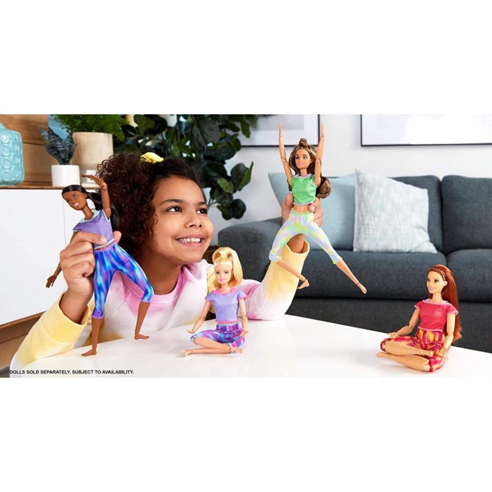 Obrázek 3 produktu Barbie Panenka V pohybu, brunetka v žíhaných legínách, Mattel GXF05