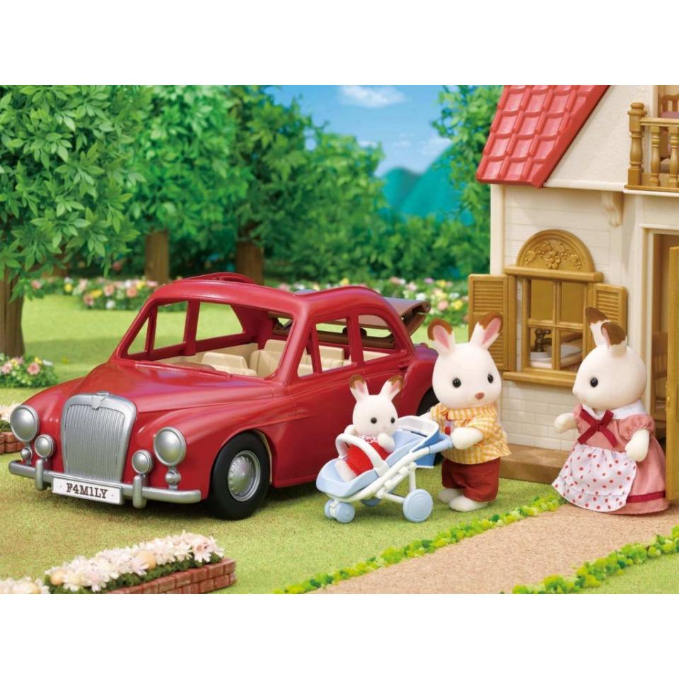 Obrázek 4 produktu Sylvanian Families 5448 Rodinné cestovní auto červené s kočárkem a autosedačkou