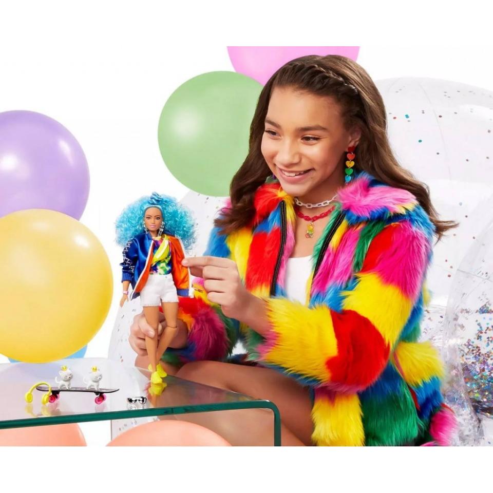 Obrázek 4 produktu Barbie Extra Stylová dlouhovláska s kočkama a skateboardem, Mattel GRN30