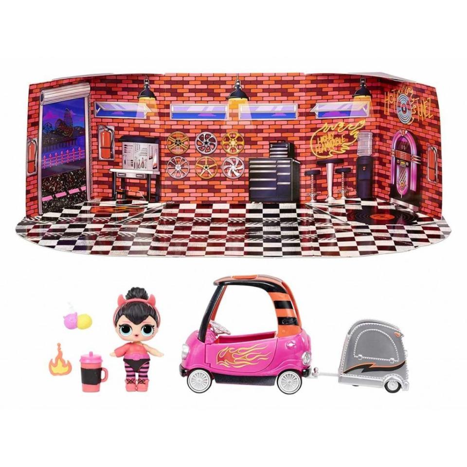 Obrázek 1 produktu MGA L.O.L. SURPRISE Nábytek s panenkou: Cool auto shop & Spice TV