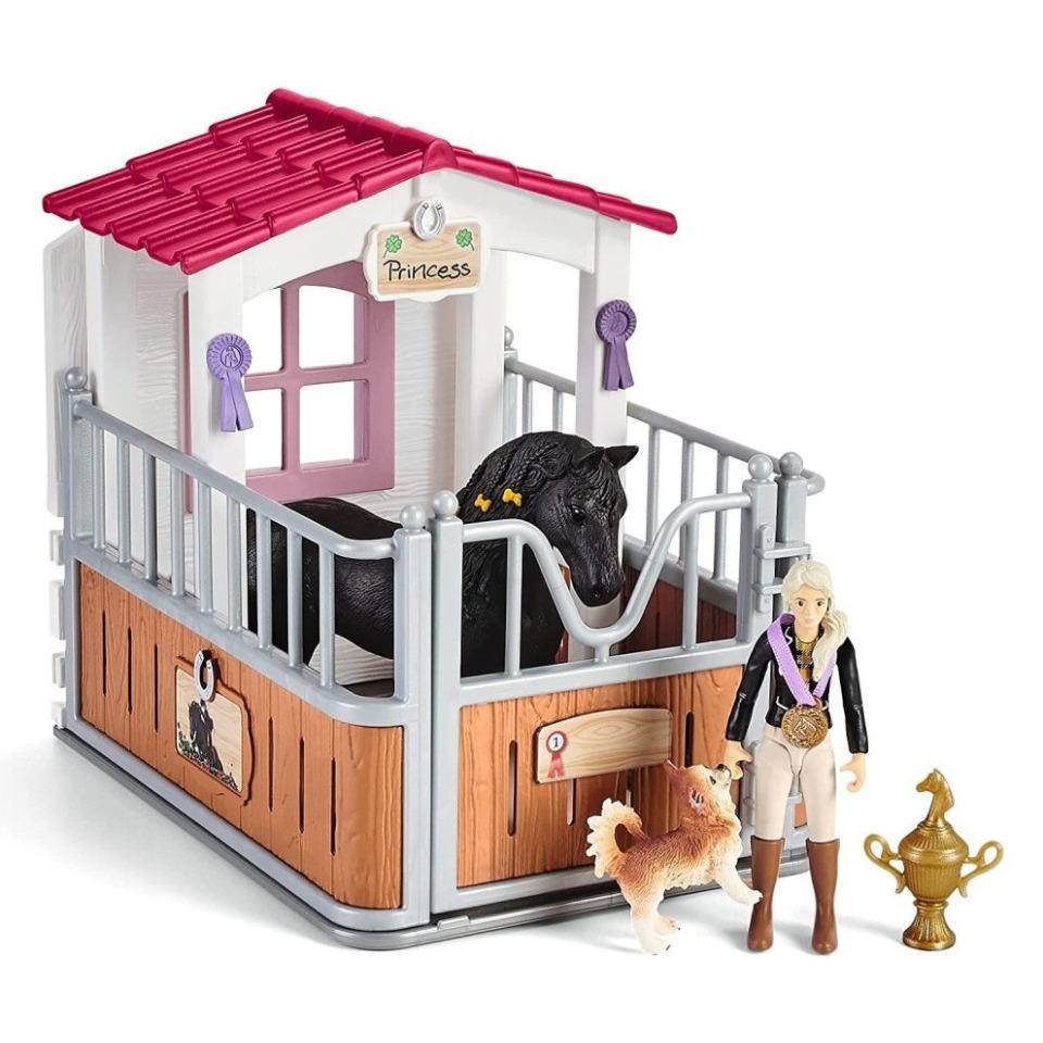 Obrázek 1 produktu Schleich 42437 Stáj s koněm klubová, Tori + Princess