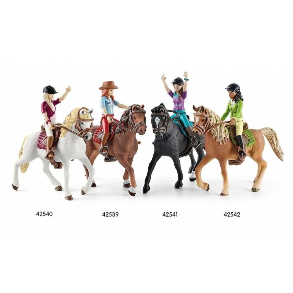 Obrázek 2 produktu Schleich 42542 Černovláska Sarah s pohyblivými klouby na koni