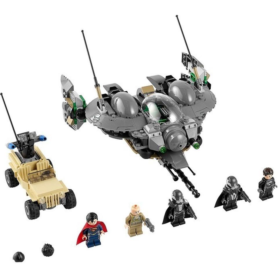 Obrázek 1 produktu LEGO Super Heroes 76003 SuperMan: Bitva o Smallville